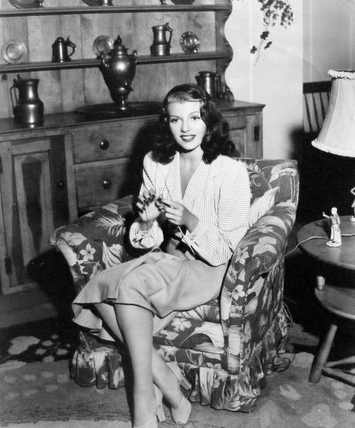 optimized-rita-hayworth-knitting-at-home-1941